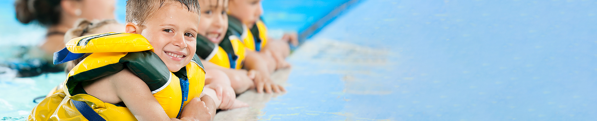 https://www.healthychildren.org/SiteCollectionImage-Homepage-Banners/SwimmingLessonsBanner_es.jpg