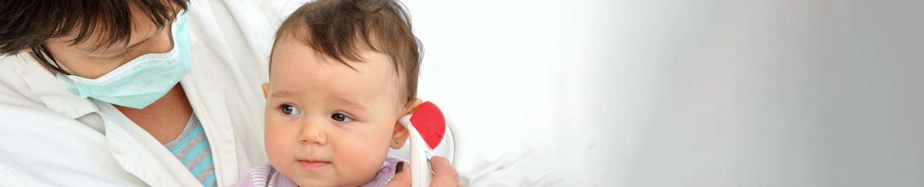https://www.healthychildren.org/SiteCollectionImage-Homepage-Banners/pediatricianwithmaskbanner_es.jpg?csf=1&e=H0WhSR