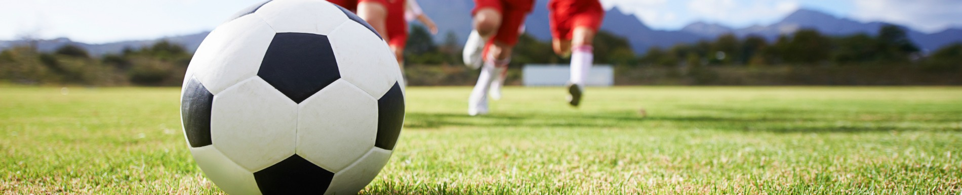 https://www.healthychildren.org/SiteCollectionImage-Homepage-Banners/soccer_closeup_runners.jpg