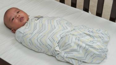Image result for bebé envuelto
