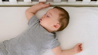 hasta los cuantos meses un bebe duerme toda la noche