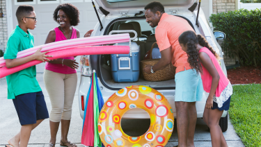 https://www.healthychildren.org/SiteCollectionImagesArticleImages/family_travel_summer_beach_car_load.png