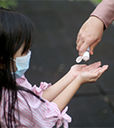 https://www.healthychildren.org/SiteCollectionImagesArticleImages/hand-sanitizer-child-mask-COVID-safety.jpg?csf=1&e=nB2PXX