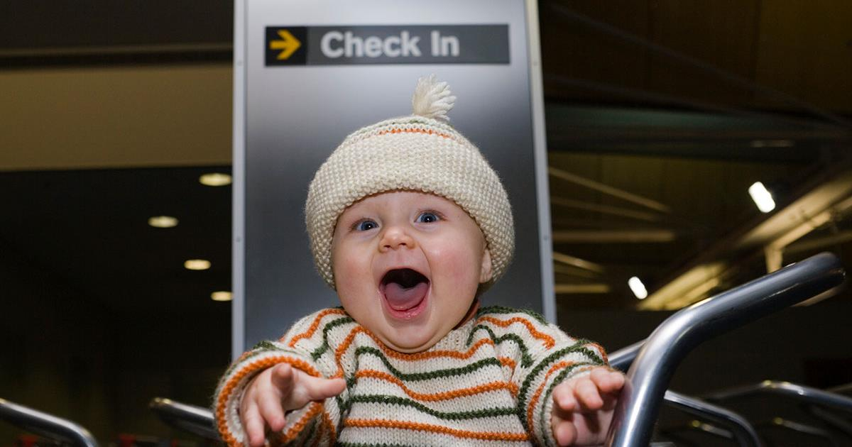 Viajar En Avión Con Un Bebé Preguntas Frecuentes De Los Padres Healthychildren Org